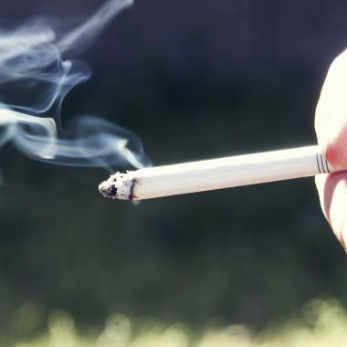 Thumb_Cigarette-1160px