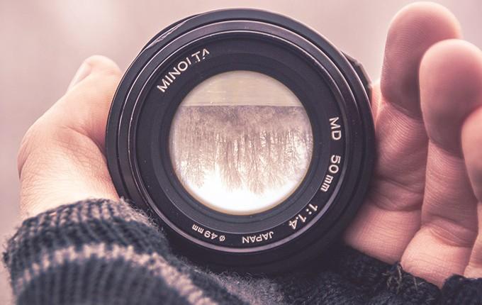 lens in hand